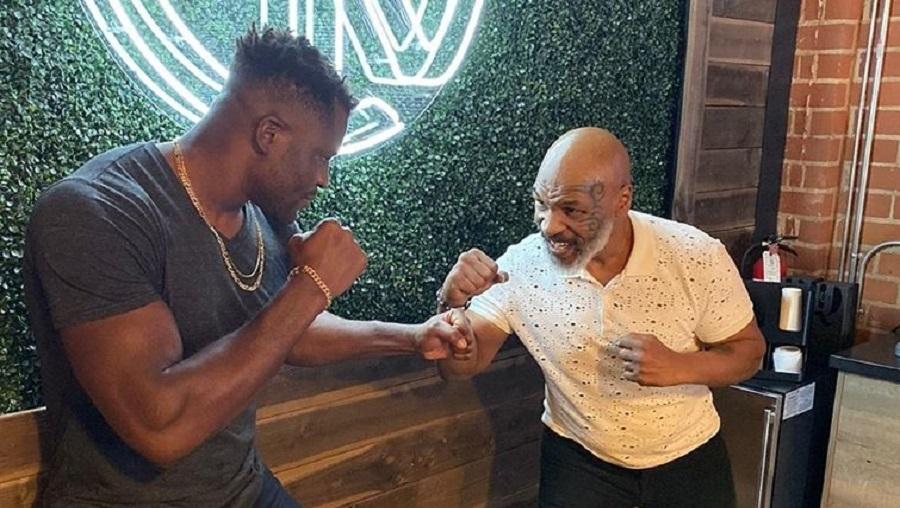 Boxe: Francis Ngannou rencontre son idole Mike Tyson (photo)