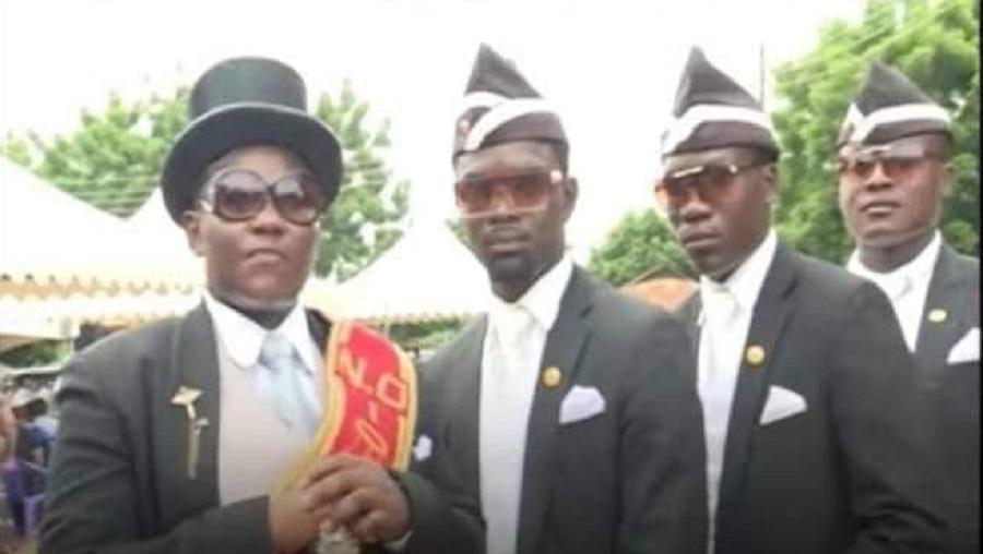 Voici les porteurs de cercueils les plus célèbres du monde (vidéo)