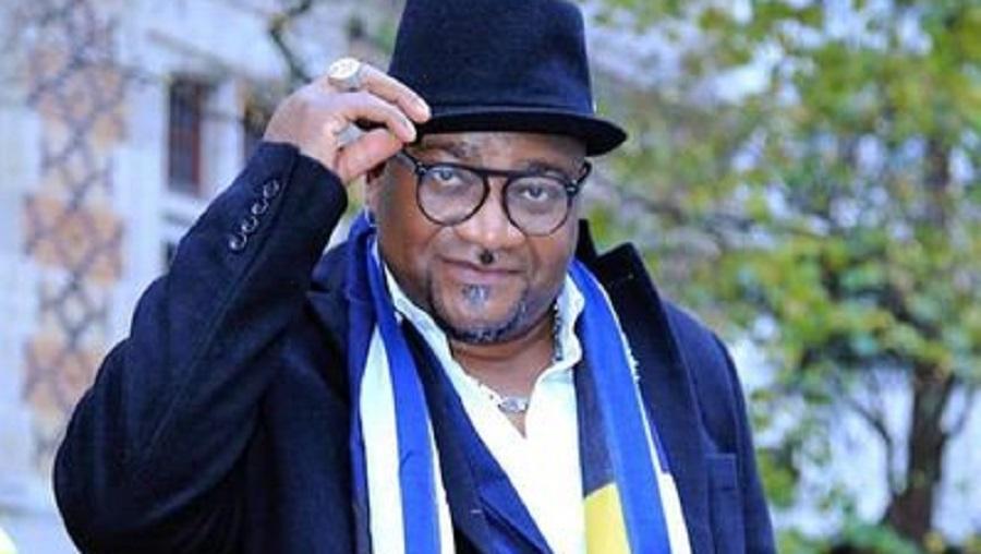 Papa Zoé: de chanteur à écrivain